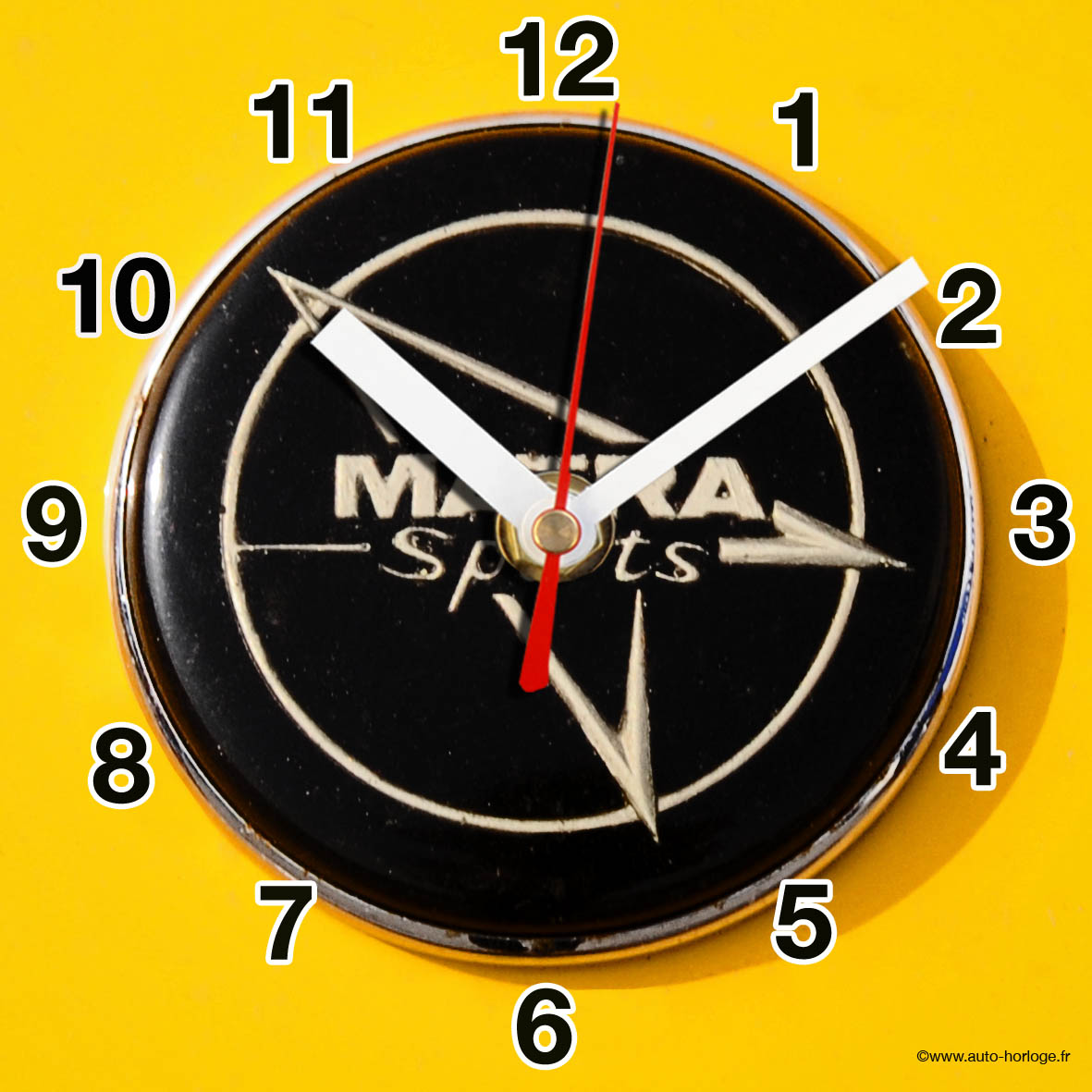 logo matra sport en horloge murale sur carosserie jaune. Black Bedroom Furniture Sets. Home Design Ideas