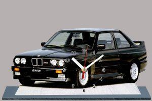 BMW M3 E30 noire de 1986 en auto-horloge
